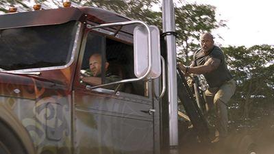 """""""Hızlı ve Öfkeli: Hobbs ve Shaw"""" Posterinde Tüm Ekip Bir Arada!"""