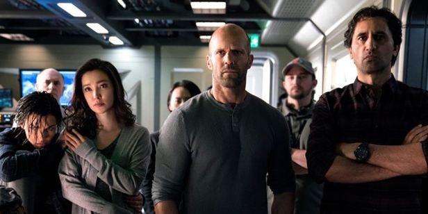 """Jason Statham'lı Köpek Balığı Aksiyonu """"Meg""""den Yeni Bir Görsel Yayınlandı!"""