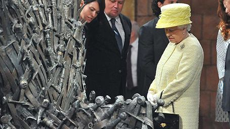Kraliçe Elizabeth, Game of Thrones Setini Ziyaret Etti
