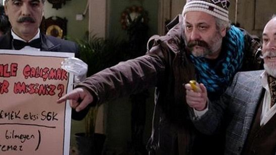 Onur Ünlü'nün BluTV Dizisi Dudullu Postası'ndan İlk Fragman Geldi