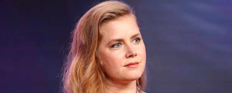 "Amy Adams'lı ""The Woman in the Window"" Setinden Yeni Kareler!"