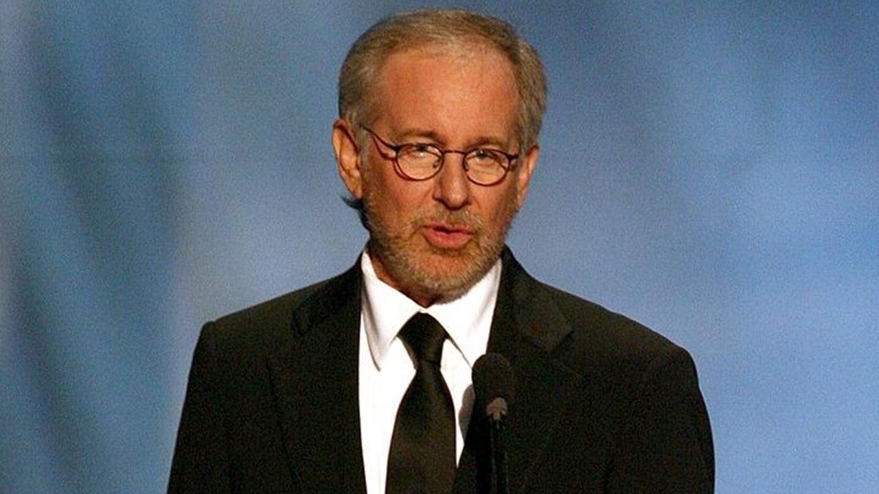 Steven Spielberg, Sinemaları Savundu!