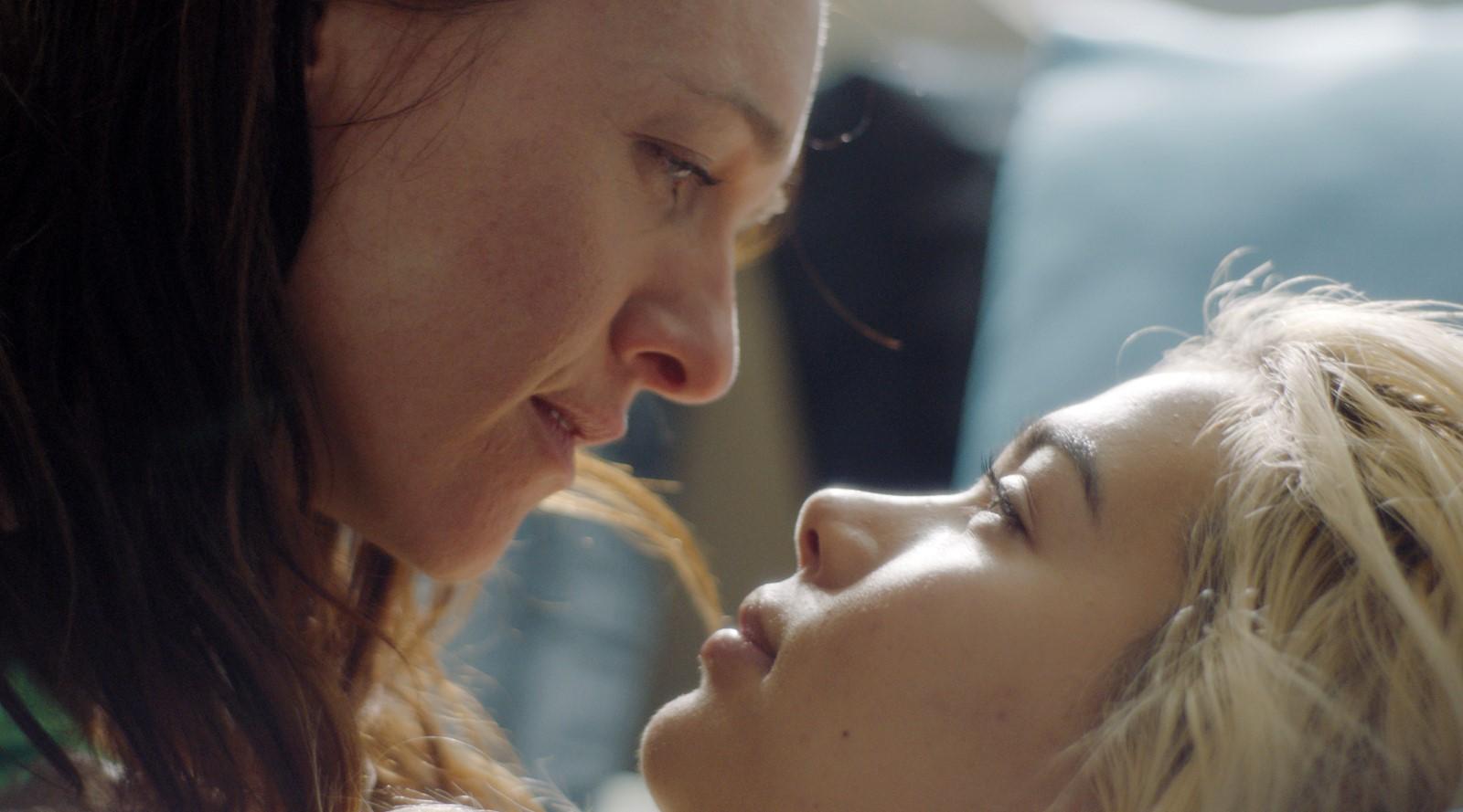 каком поезде фильмы о лесбийской любви смотреть онлайн тръгна свободно