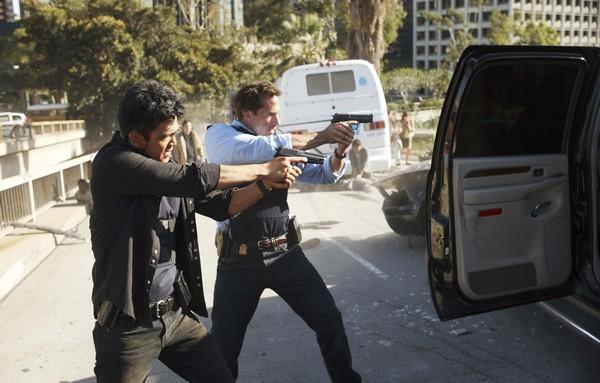 FlashForward : Fotograf John Cho, Joseph Fiennes