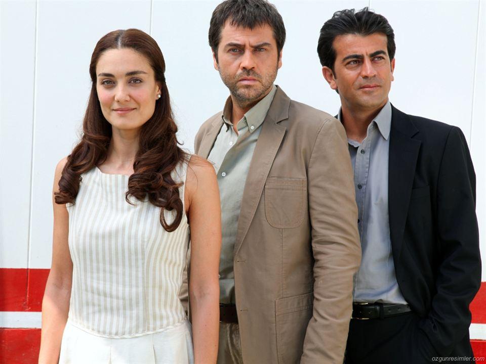 Kül ve Ates : Fotograf Basak Köklükaya, Erkan Bektas, Serhat Tutumluer