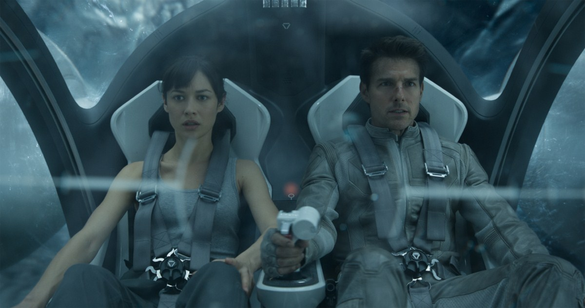 Oblivion : Fotograf Olga Kurylenko, Tom Cruise