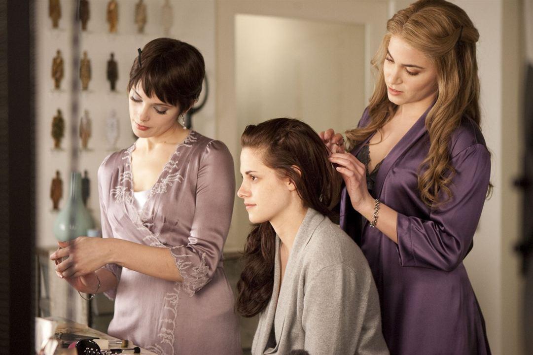 Alacakaranlik Efsanesi: Safak Vakti Bölüm 1 : Fotograf Ashley Greene, Kristen Stewart, Nikki Reed