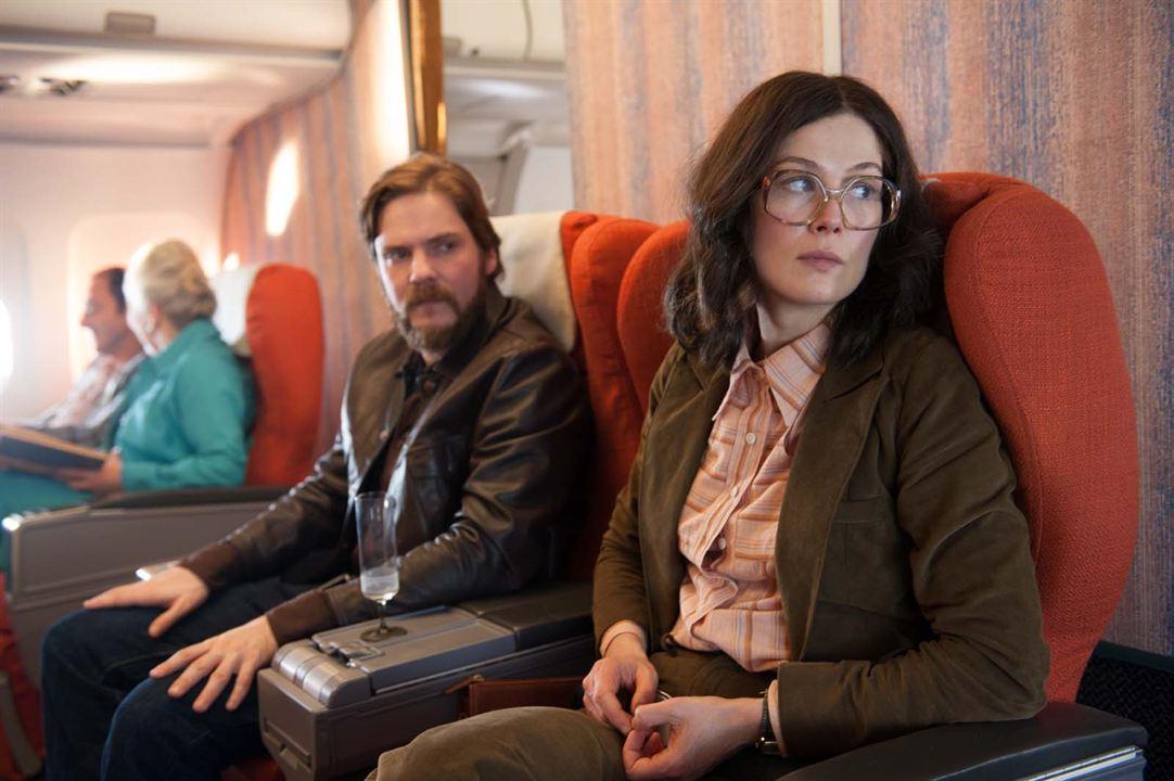 Entebbe'de 7 Gün : Fotograf Daniel Brühl, Rosamund Pike