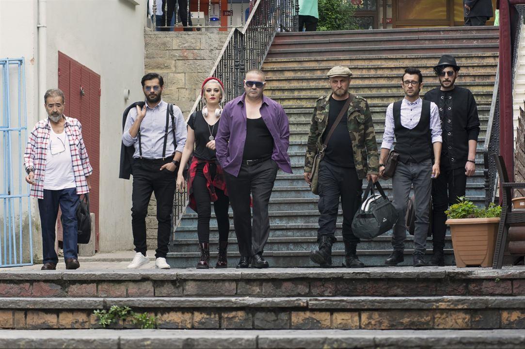 Yalan Dolan : Fotograf Ahmet Yildirim Öcek, Burcu Binici, Çetin Altay, Hakan Eksen, Safak Sezer