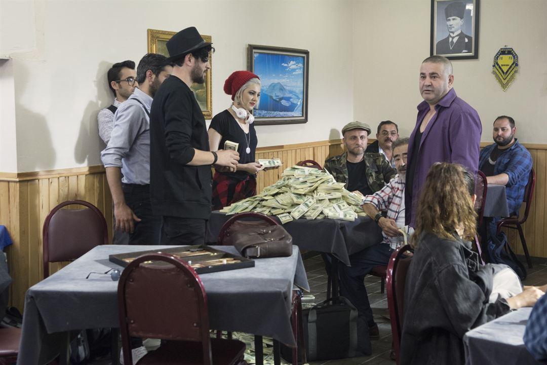 Yalan Dolan : Fotograf Burcu Binici, Çetin Altay, Safak Sezer