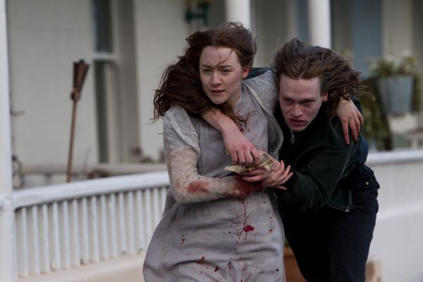 Bir Vampir Hikayesi: Saoirse Ronan, Caleb Landry Jones