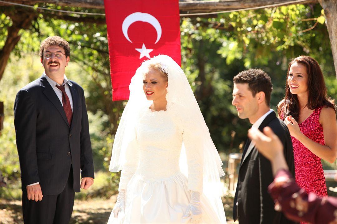 Dügün Dernek : Fotograf Baris Yildiz, Inan Ulas Torun, Jelena Božic, Lelde Dreimane