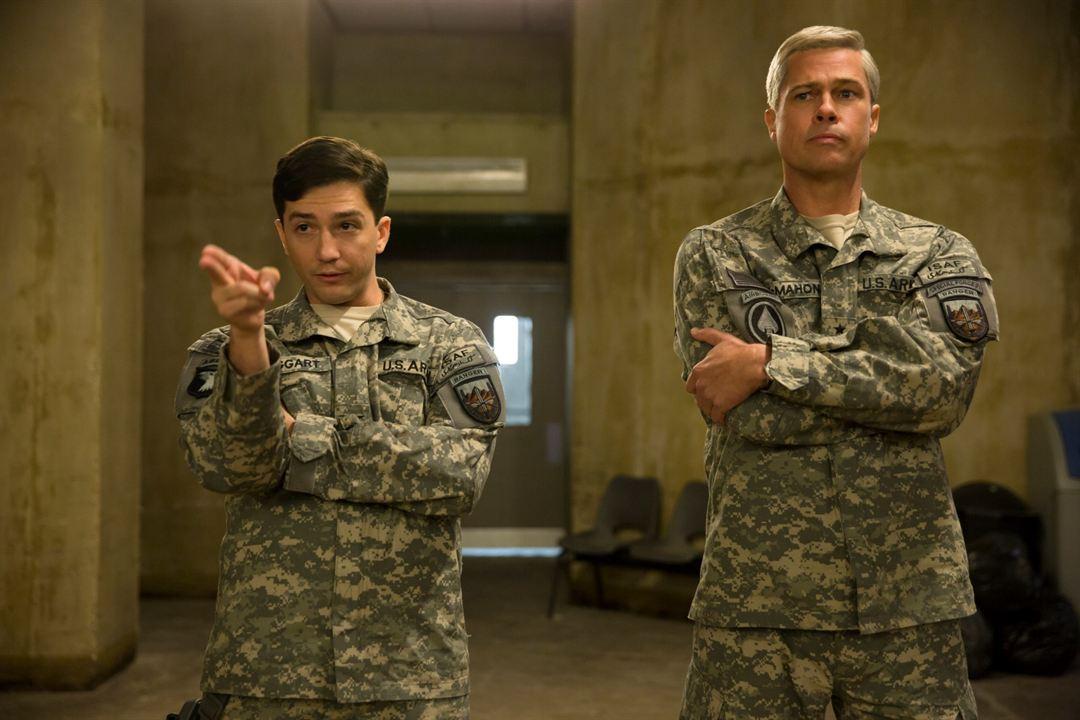 Savaş Makinesi: Brad Pitt, John Magaro