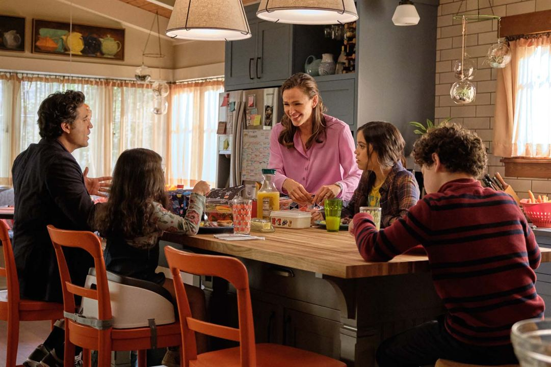 Her Şeye Evet: Julian Lerner, Jennifer Garner, Jenna Ortega, Édgar Ramírez
