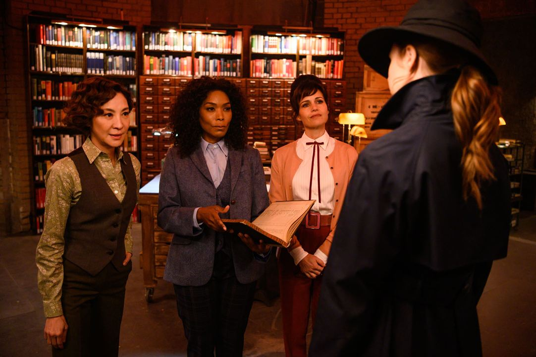 Barut Kokteyli : Fotograf Angela Bassett, Carla Gugino, Michelle Yeoh